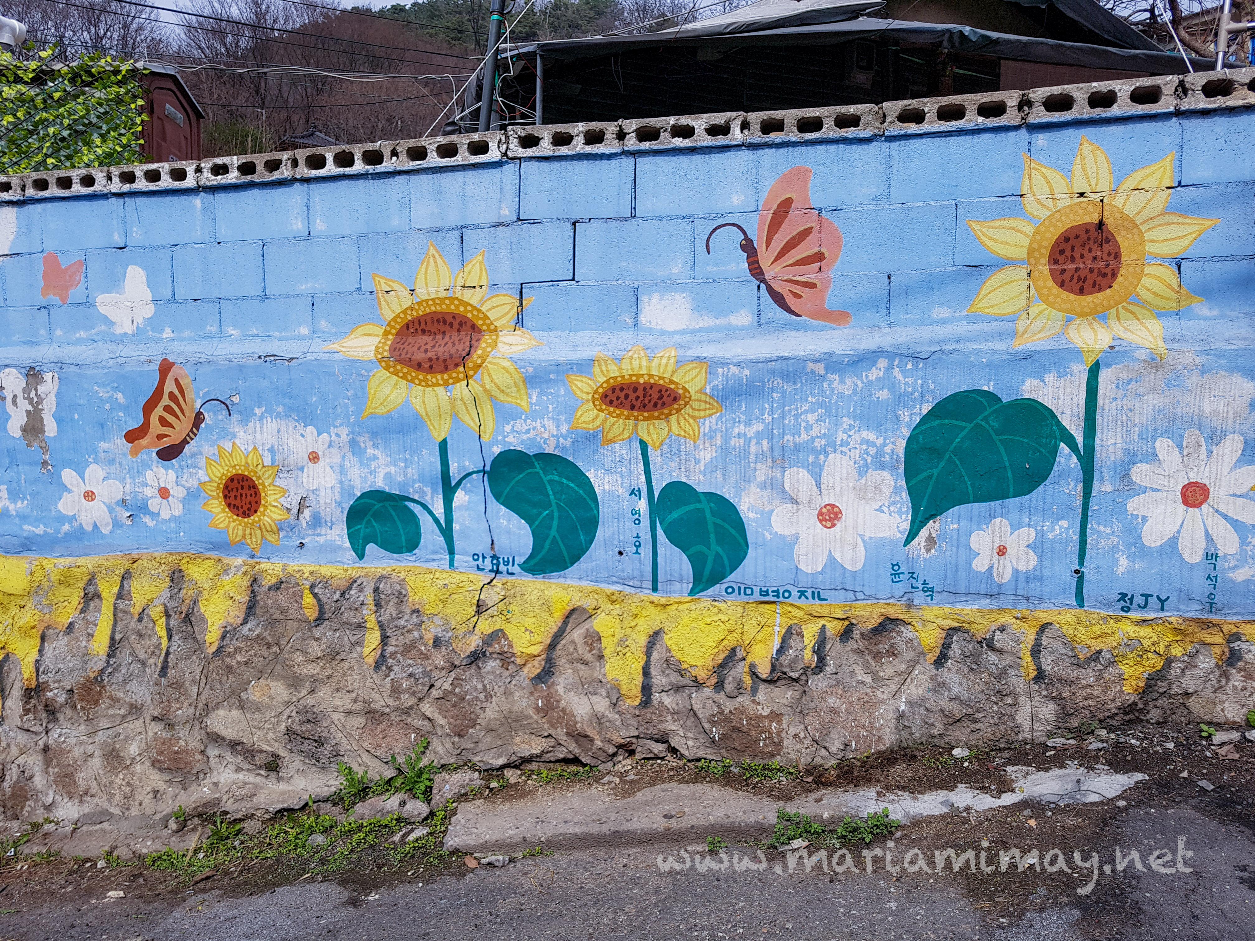 Gaemi maeul seoul a mural village when in south korea for Mural village seoul